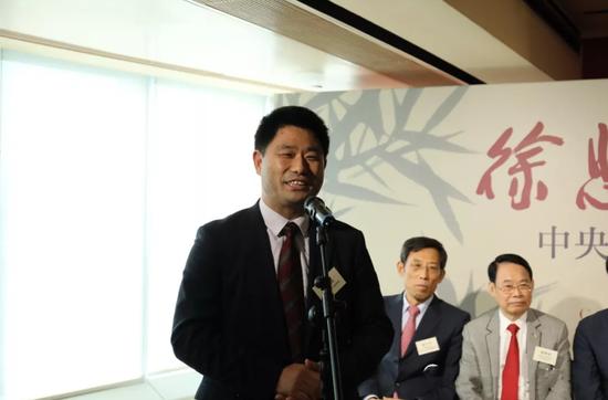 紫荆杂志社社长、总编辑杨勇在开幕式上致辞