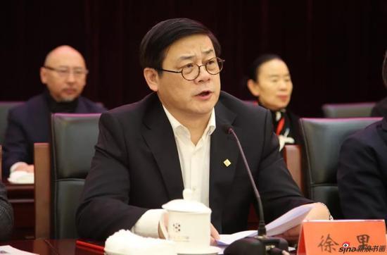 闭幕式由中国美协分党组书记、驻会副主席徐里主持