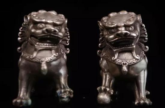 拍品:民国 白铜狮(一对) 估价:2000-3000元