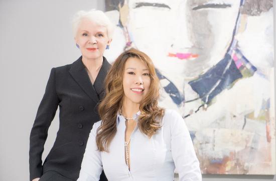 画廊艺术总监Fran?oise Onillon 女士及法国归来的艺术设计师邱莹女士