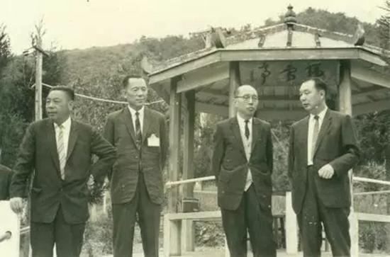 赵聚钰(右一)与蒋经国(左一)等在一起