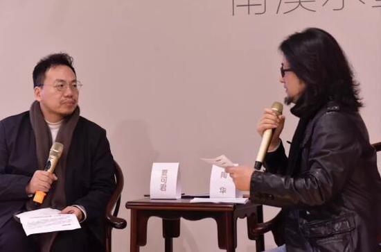 左:著名当代艺术批评家,中国人民大学哲学系教授 夏可君 右:T-art 淘艺术创始人 陶华
