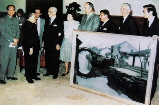 1985年哈默赠送给邓小平的礼物——陈逸飞的《故乡的回忆—双桥》