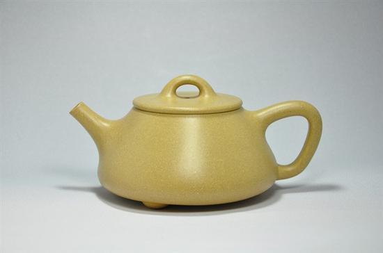 艺术家许亚均作品 平盖石瓢壶 泥料:本山绿 年代:2009 容量:220 CC