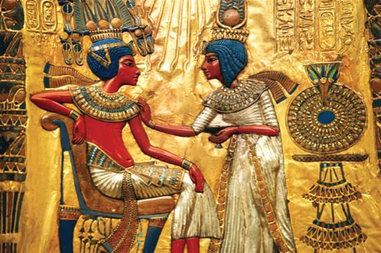 ▲图坦卡蒙加冕图,金碧辉煌的色彩显示了埃及人对色彩超强的把控能力。