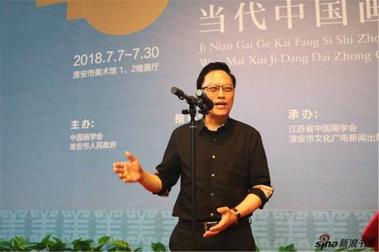 中国画学会副会长、江苏省中国画学会会长高云介绍展览情况