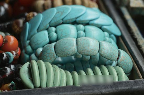 绿松石的饰品常会在市场上出现