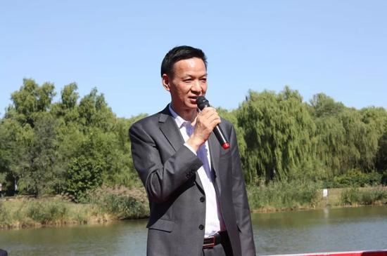 中信集团监事长 党委副书记 工会主席蔡华相宣布展览开幕