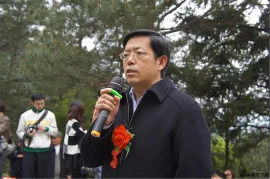 江苏省人民政府参事室文史研究馆馆长张岩磊发言