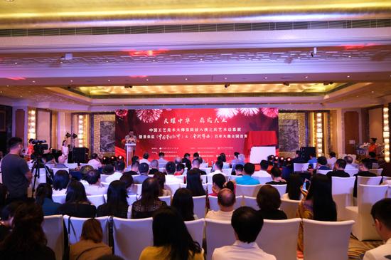 張同祿大師新作景泰藍百年大鼎在京首發