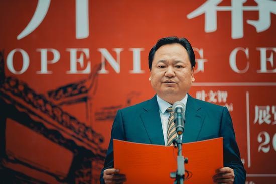 凤凰县委副书记、县人民政府县长赵海峰致欢迎词