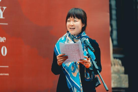 """中国国家画院研究员、中国美术报网副总编辑、""""跨9文化视野中的意大利当代艺术展""""策展人张译丹致答谢词"""