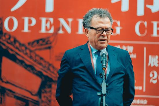 米兰布雷拉美术学院院长弗兰科·马洛克致辞