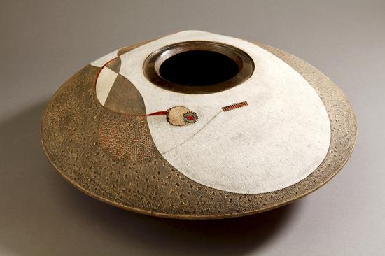 安迪勒?迪尔温 诺齐瓶 陶 38×13.5cm 2011 南非Iziko博物馆联盟藏