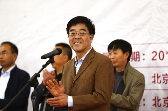 北京市文联党组副书记杜德久宣布展览开幕