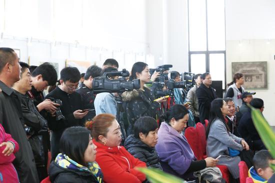 展览现场报道媒体