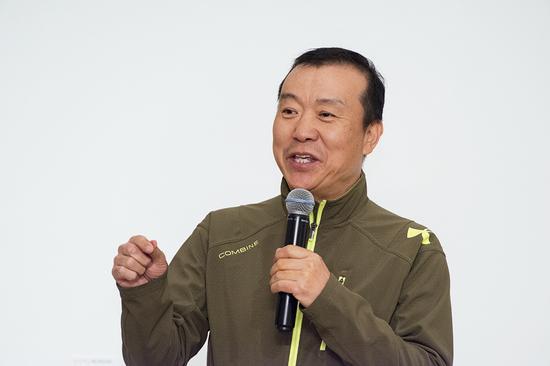 北京电影学院副院长孙立军在开幕式上致辞