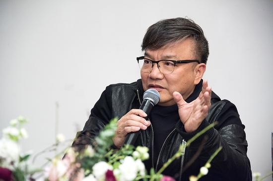 参展艺术家中央美术学院教授黄建成在研讨会上发言