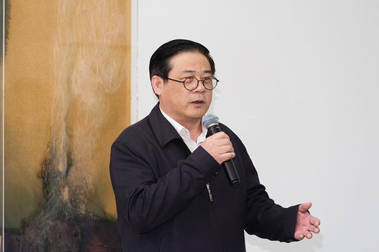 中国美协党组书记、参展艺术家代表徐里在开幕式上致辞