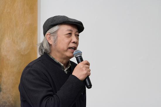 中国美协综合材料艺委会主任胡伟在开幕式上致辞