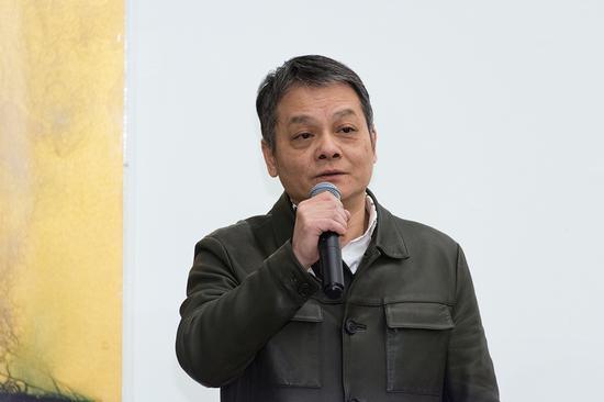 北京电影学院当代艺术研究院执行院长、展览艺术总监冯放主持开幕式
