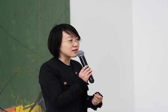 今日美术馆副馆长晏燕在开幕式上致辞