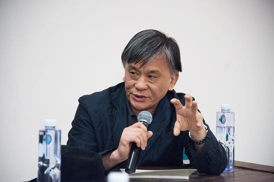 参展艺术家中国美术学院教授杨劲松在研讨会上发言