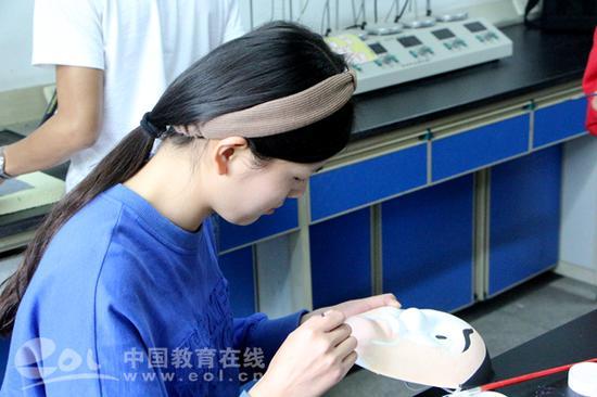 data-mcesrc=http://www.eol.cn/zhejiang/zhejiang_news/201804/W020180418817921150172.jpg