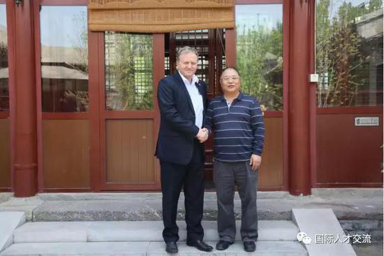 张欣庆会长欢迎伊日·瓦夫拉先生的到来