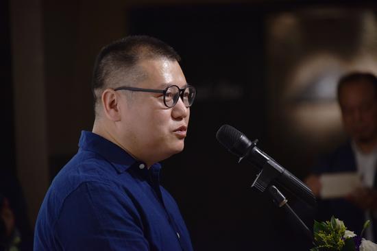 艺术家陈松涛