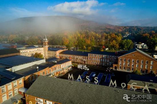 北亚当斯的马萨诸塞州当代艺术博物馆无人机航拍照