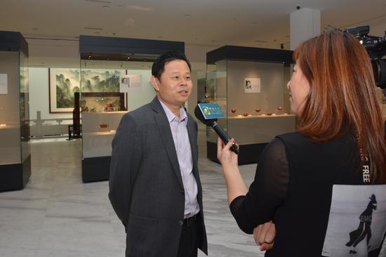 龙现代艺术中心董事长俞利强