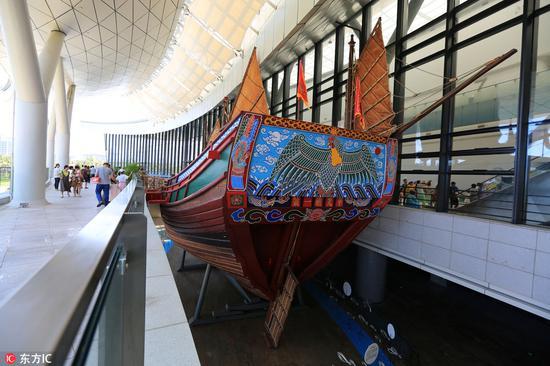 """博物馆展出的""""华光礁I号""""复原船"""