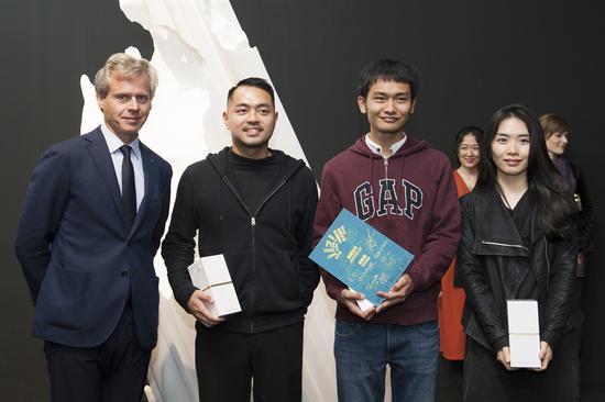 法国娇兰全球总裁兼首席执行官Laurent Boillot 与 艺术家方迪、欧阳苏龙、陈哲