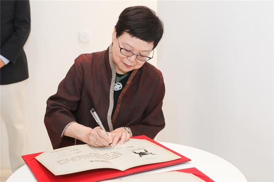 台北故宫前院长_冯明珠签定证书