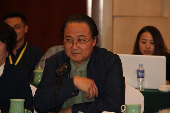 """内蒙古大学艺术学院教授 作曲家 李世相在""""永远的乌兰牧骑""""分论坛上发言"""