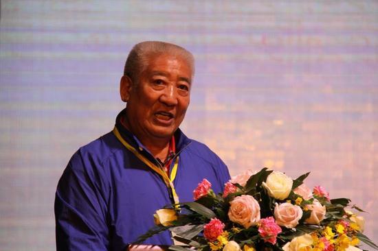 中国藏学研究中心原副总干事洛桑灵智多杰在开幕式上发言