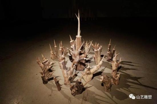 《 去了时间的壳 》 2016 树杈 尺寸可变