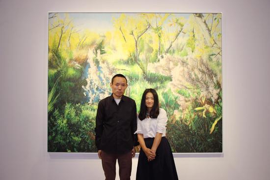 艺术家兀鹏辉(左 )策展人简枫(右)