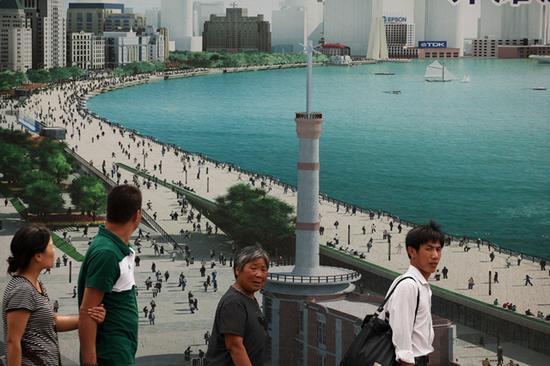 倪卫华《上海中山东一路》(2009年7月4日 11:20-11:40)悬浮框 高60cm