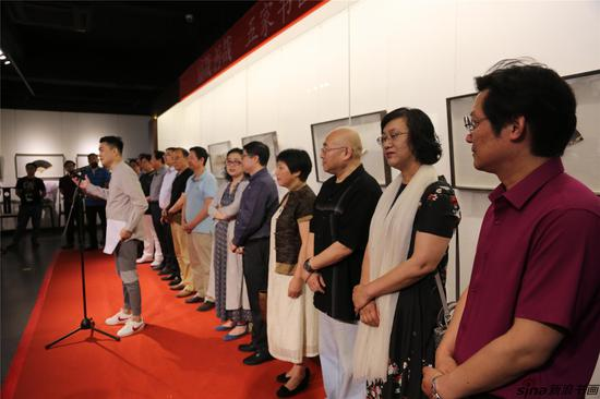 江苏广播电视台主持人周学主持开幕式