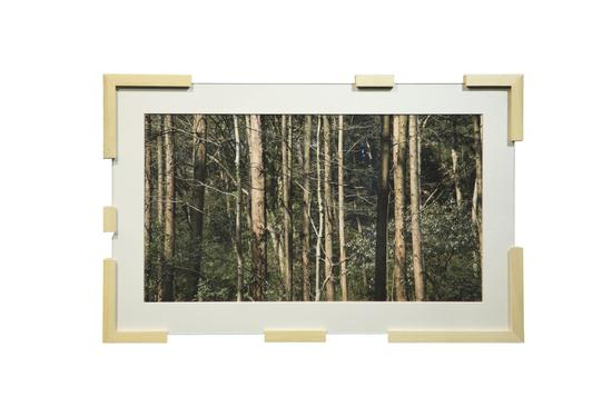 张辽源,《清风》,艺术微喷、玻璃、白木框,7×4.5×0.5cm,2017