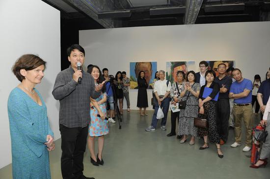 左起:艺术8创始人佳玥、艺术家王雷、艺术8展览总监刘聪