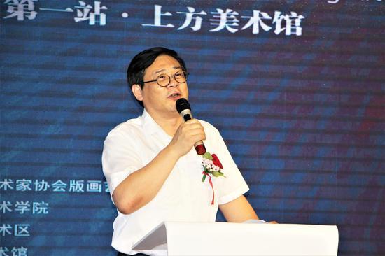 中国美术家协会分党组书记、驻会副书记、秘书长徐里致辞