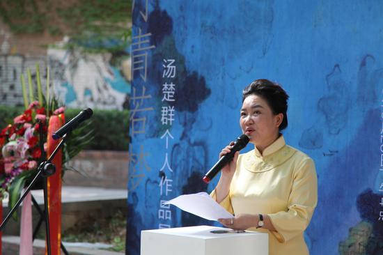 主持人 北京大学中国文化企业研究中心副主任 研究员 王建平女士致开幕词