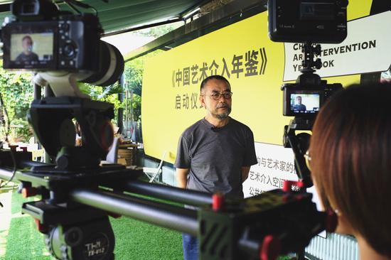 隋建国老师现场接受媒体采访