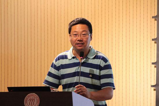 中国美术家协会研究部主任冯令刚主任致辞