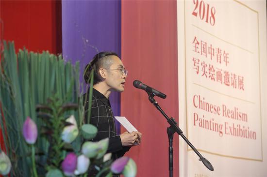 艺术家代表王珂上台发言致辞