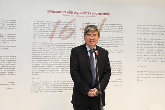 中国驻保加利亚大使张海舟在开幕式上致辞