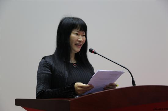 南京书画院院委会委员兼山水画研究所所长姚媛主持开幕式